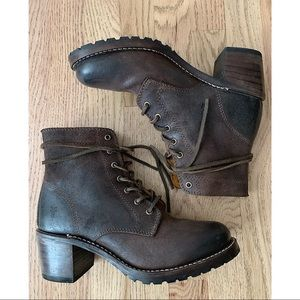 Frye Sabrina 6G Lace-up Boots